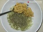 смешиваем горчицу, травы и лук