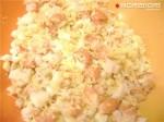 креветки, яйца и половину сыра смешать