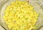 нарезанный авокадо для салата с креветками