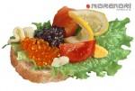 Бутерброды с икрой, помидором, лимончиком и семгой