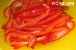 нарезаем полосками сладкий перец