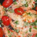 обжариваем креветки с помидорами
