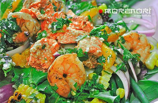 Салат из креветок и лосося