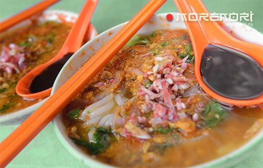 Суп с рыбой и рисовой лапшой