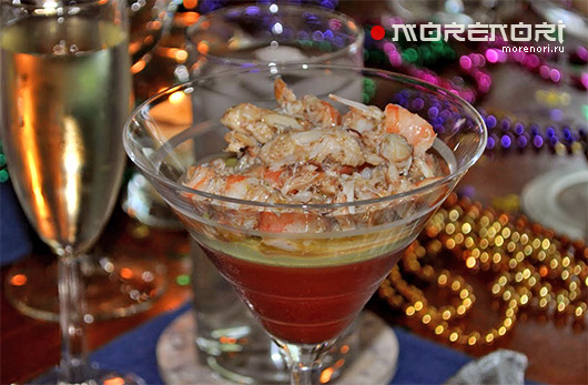 Томатное заливное с морепродуктами и муссом из авокадо