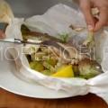 У готовой рыбы кожа будет легко отделяться