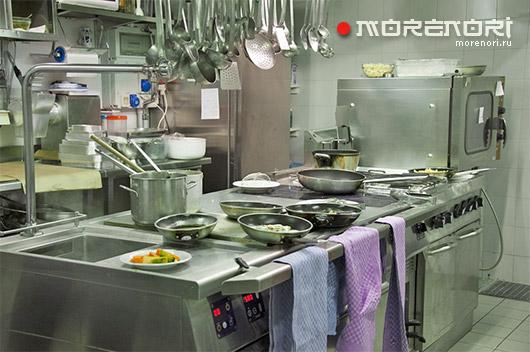 Набор качественного оборудования для кухни ресторана