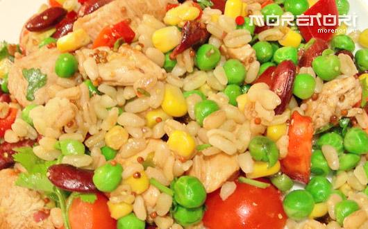 Теплый салат с курицей и булгуром